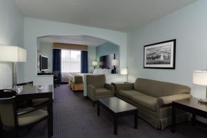 Holiday Inn Express Hotel & Suites Plant City, Отели  Плант-Сити - big - 46