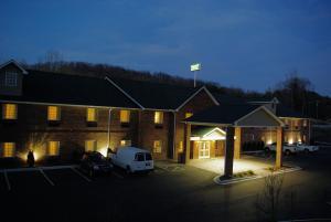 Mountain Inn & Suites Airport - Hendersonville - Hotel