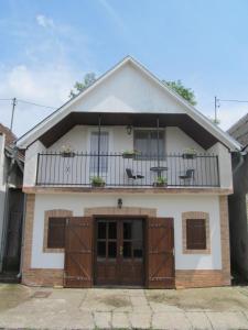 Berger Pince és vendégház, Guest houses  Császártöltés - big - 19