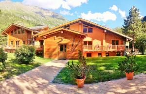 Chalet Alpina - Hotel - La Thuile