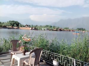 Kashmir View Houseboat, Отели  Сринагар - big - 23