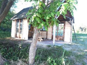 Domek na Skraju Wsi, Chaty v prírode  Konopki Wielkie - big - 46