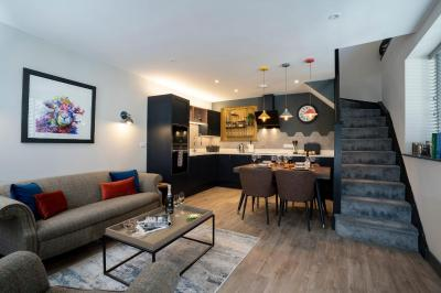 Spacious - Contemporary Home - Central Ambleside - Parking