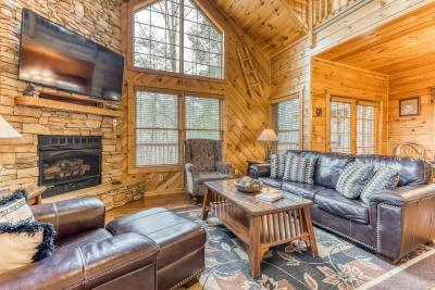 Escape to the Smoky Mountains To A 3 Bedroom With Hot Tub