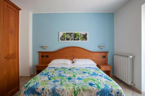 Standard camera dubla cu baie comuna (Standard Double Room with Shared Bathroom)