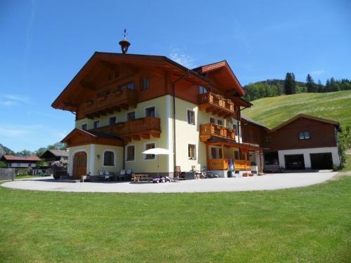 Familienbauernhof Montaning - Apartment - Forstau