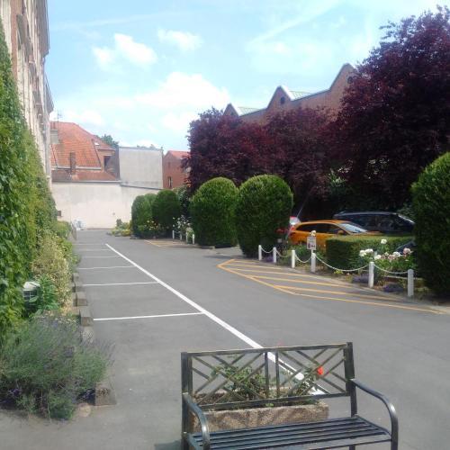 17 Quai du Wault, 59000 Lille, France.