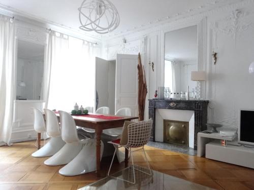 . Les Serruriers - Appartement Spacieux avec Terrasse & Parking