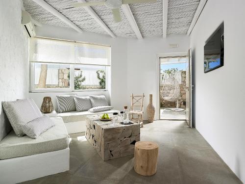. Delmar Apartments & Suites Milos