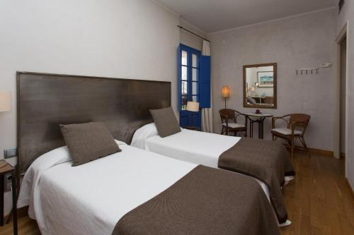 Double or Twin Room - single occupancy Hostal de la Plaça 52