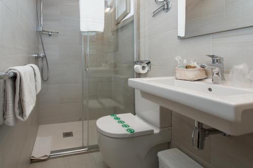 Double or Twin Room - single occupancy Hostal de la Plaça 76