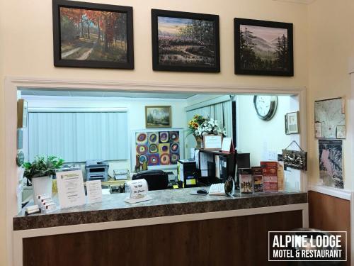 Alpine Lodge Motel & Restaurant - Grande Cache, AB T0E 0Y0