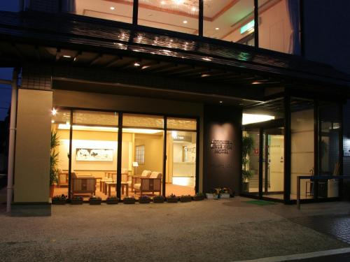 . Kotohira Riverside Hotel