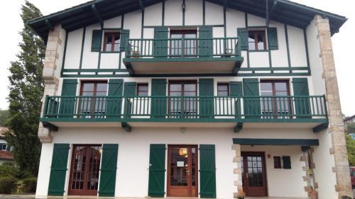 . Hotel Mendionde