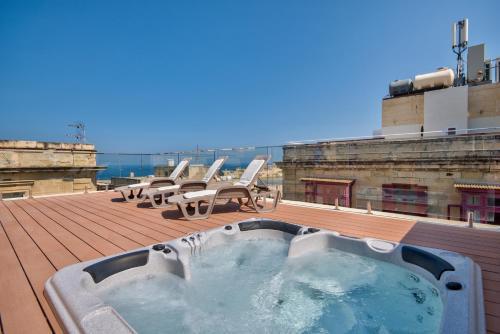 . Valletta Harbor Views Penthouse