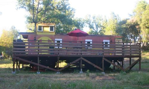 Little Red Caboose - Oakhurst, CA 93644