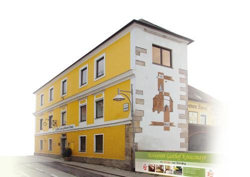 . Gasthof Kreuzmayr (Gasthof zum Goldenen Kreuz)