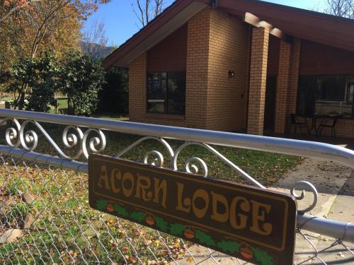 Acorn Lodge - Bright