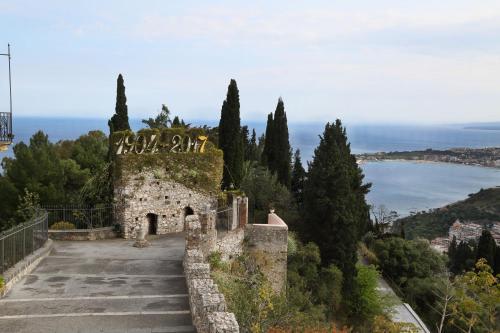 Viale Pietro Toselli, 8, 98039 Taormina ME, Italy.