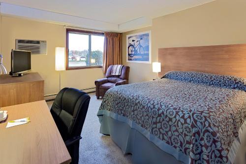 Days Inn By Wyndham Winona - Winona, MN 55987