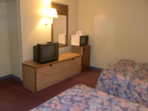 Budget Inn - Bluffton, IN 46714