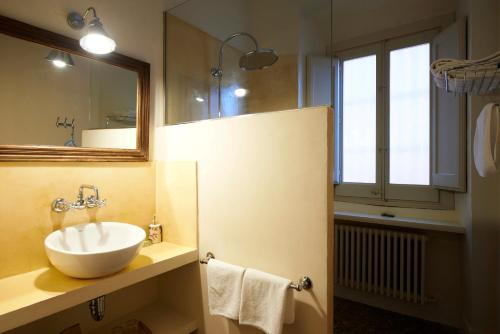 Superior Double or Twin Room with Terrace Hotel Aiguaclara 5