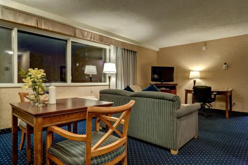 Best Western Plus Suites Downtown Calgary - Calgary, AB T2R 1B6