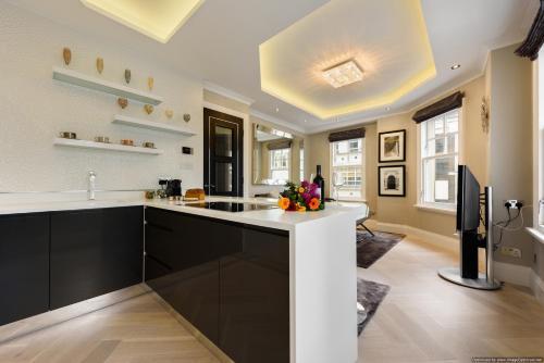 Minories Tower Bridge Apartment - image 10