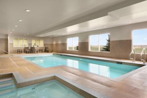Days Inn & Suites by Wyndham Airdrie - Airdrie, AB AB T4A-0R2