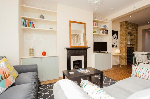 Bright Spacious 3BD Family Home In Shepherd's Bush