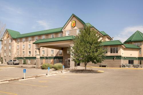 Super 8 by Wyndham Calgary Shawnessy Area - Calgary, AB T2Y 3S6