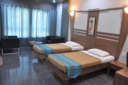 Фото отеля Lotus Hotel