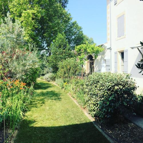 Фото отеля La Bastide des Songes - Demeure d'hotes