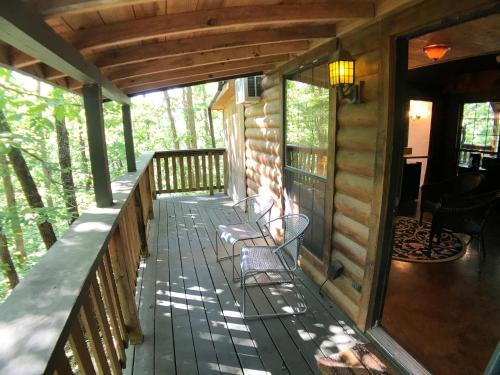 Hyde Hollow Cabin - Eureka Springs, AR 72632