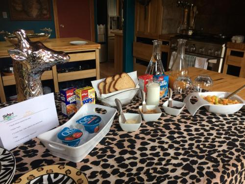 South Africa House Guest Lodge - Wainwright, AB T9W 1R5