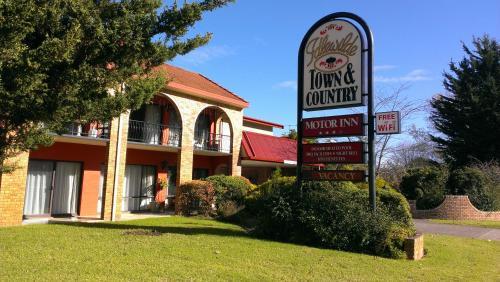 . Idlewilde Town & Country Motor Inn