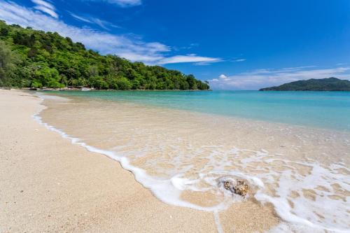 Muen-Ngoen Rd., Tri-Trang Beach, Patong, Kathu District, Phuket 83150, Thailand.