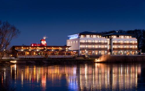 . Riverside Hotel