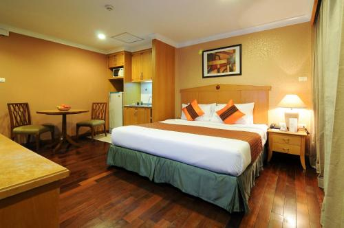 Admiral Suites Bangkok by Compass Hospitality photo 17