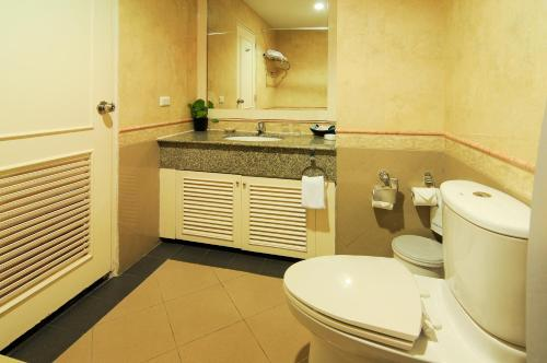 Admiral Suites Bangkok by Compass Hospitality photo 20