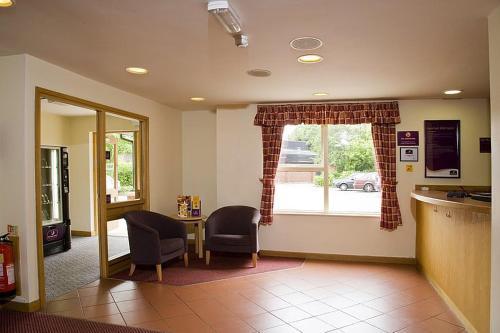 Premier Inn Watford North - Photo 3 of 22