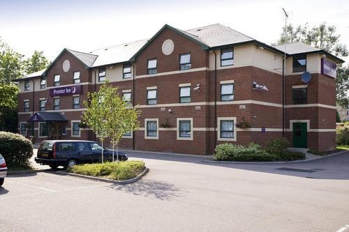 Premier Inn Watford North - Photo 4 of 22
