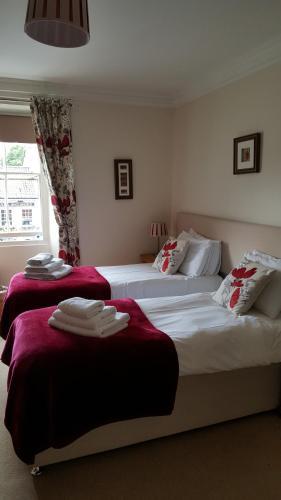 The Royal Oak Hotel - Photo 4 of 32