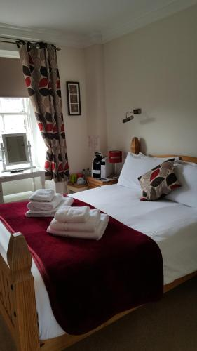 The Royal Oak Hotel - Photo 3 of 32