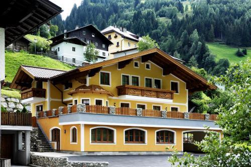 Haus Alpenquell - Apartment - Hüttschlag