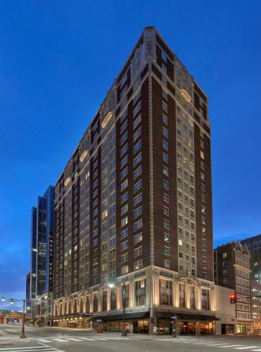 . Hotel Phillips Kansas City, Curio Collection By Hilton