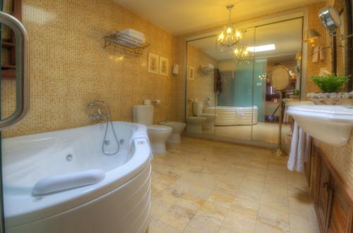 Suite Hotel Argantonio 4