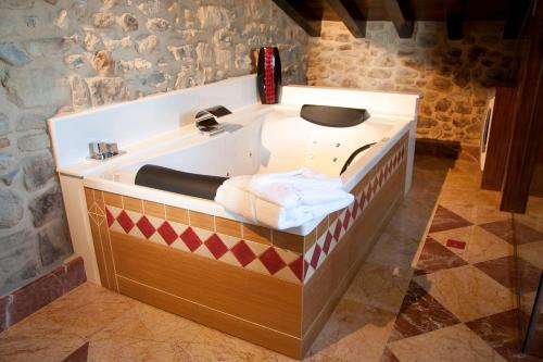 Suite with Spa Access Posada La Torre de los Isla & Spa 8