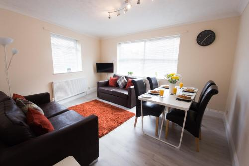 . Hampton House - Lovely and Spacious 2 Bedroom Apartment - WITH FREE PARKING