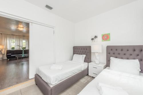 Apartamentos Casa Gaby One-Bedroom Apartments by Royal Stays thumb-4